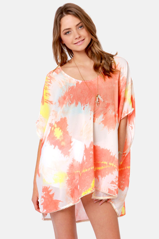 Insight Iso Kaftan Coral Dye Print Top at Lulus.com!