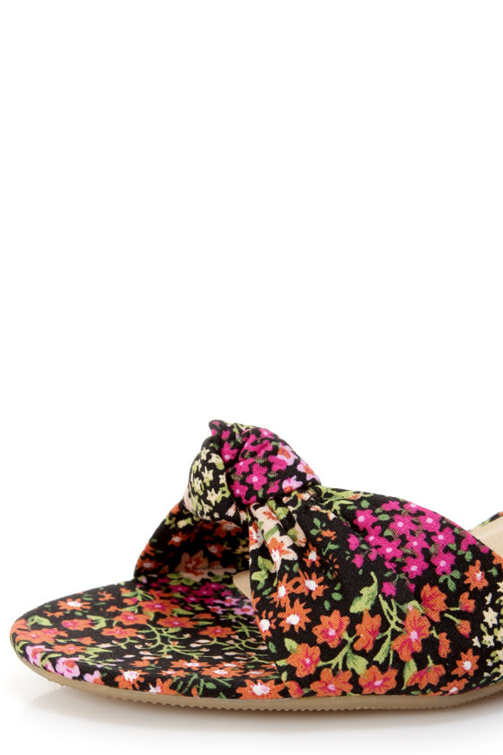 City Classified Rigel Black Multi Floral Print Wedge Sandals at Lulus.com!