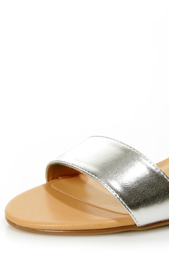 Chinese Laundry Total Thrill Natural and Silver Wedge Sandals at Lulus.com!