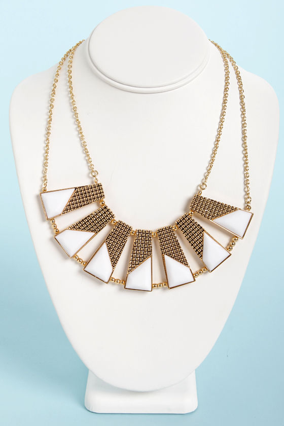 Plot the Points Gold and White Statement Necklace at Lulus.com!