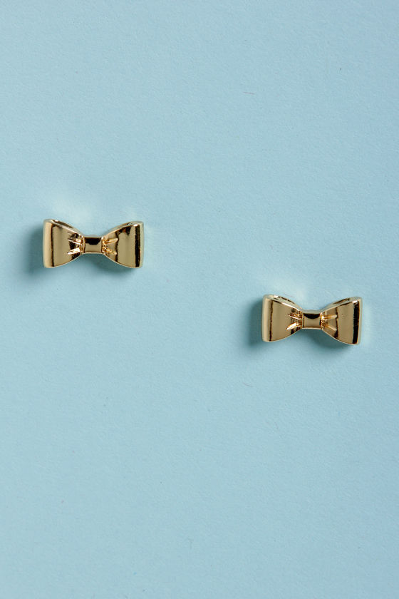 Small Town, Big City Gold Bow Earrings at Lulus.com!