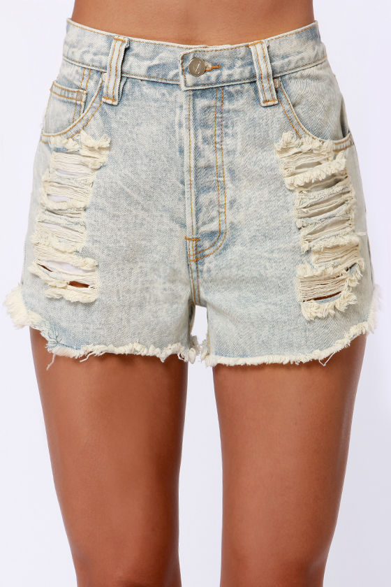 Mink Pink Slasher Flick Light Acid Wash Cutoff Jean Shorts at Lulus.com!