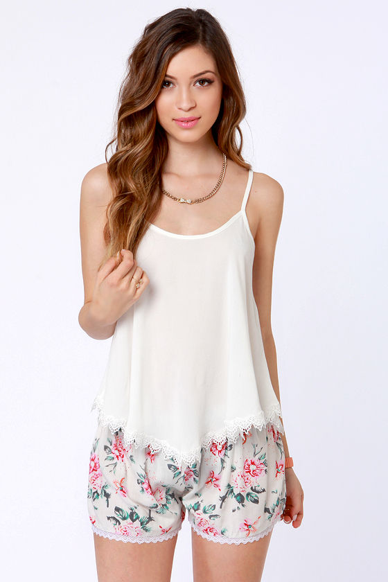 Garden of Girly Floral Print Lace Shorts at Lulus.com!