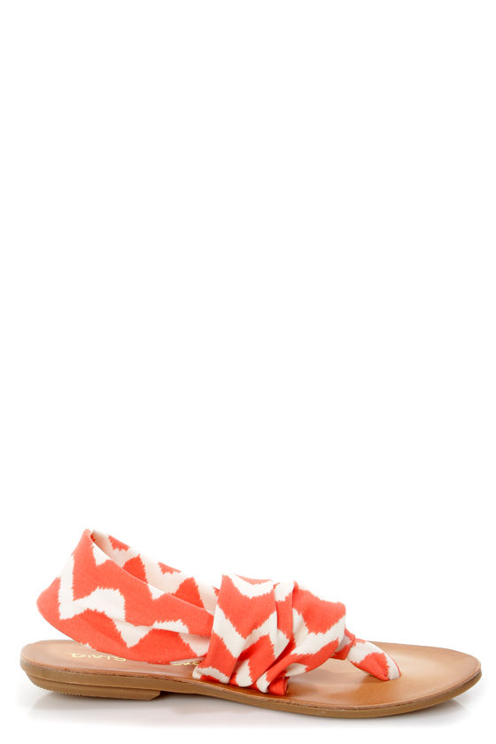 Dirty Laundry Beka 2 Coral Zigzag Stretch Thong Sandals at Lulus.com!