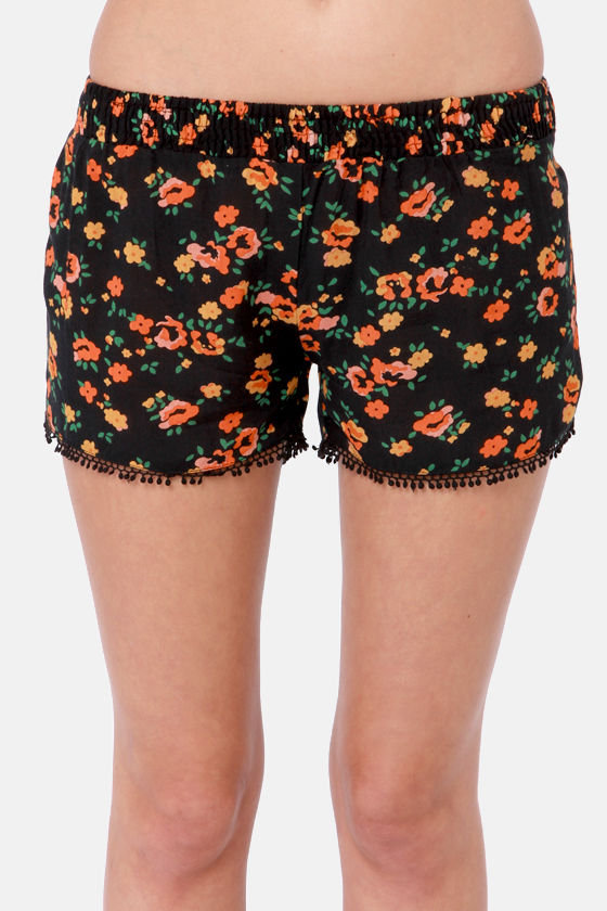 Fun and Games Black Floral Print Shorts at Lulus.com!