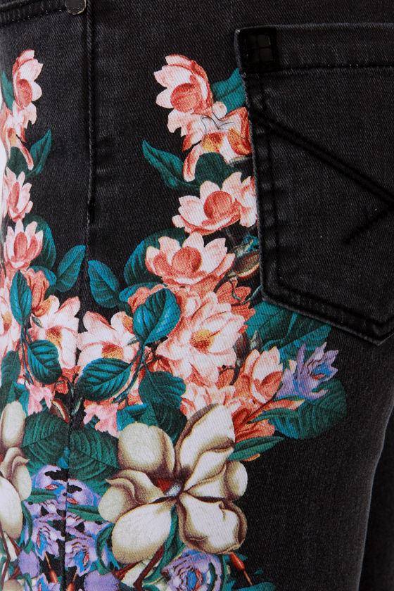 Insight Python Art Floyd Black Floral Skinny Jeans at Lulus.com!