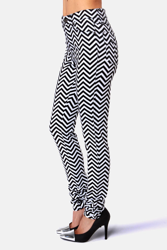 Tripp NYC Striped Black and White Chevron Print Skinny Jeans at Lulus.com!