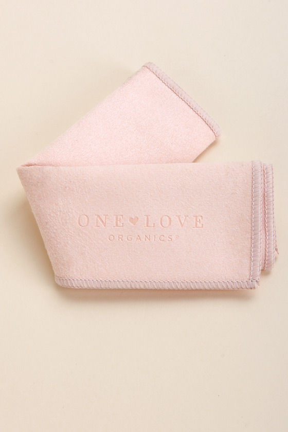 One Love Organics New Best Friend Vegan Skin Shammy at Lulus.com!
