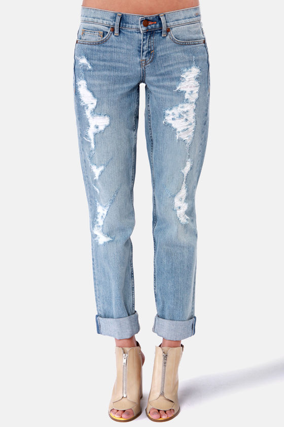 Dittos Sari Light Wash Straight Leg Destroyed Boyfriend Jeans at Lulus.com!