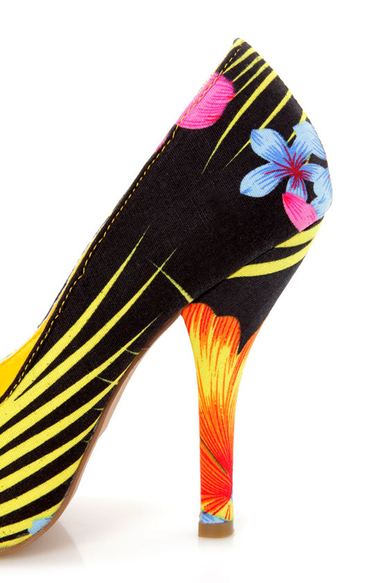 Nadia 01 Yellow Tropical Floral Print Pointed Pumps at Lulus.com!