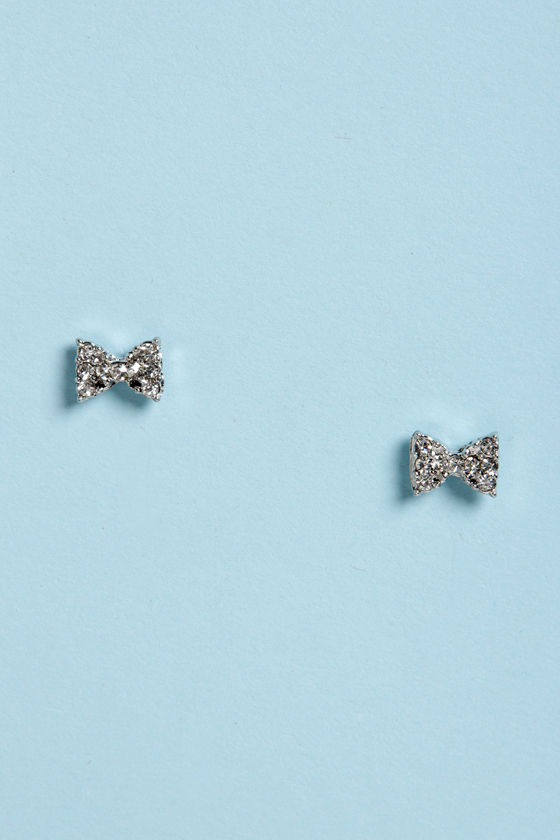 Bow-Re-Mi Silver Bow Earrings at Lulus.com!