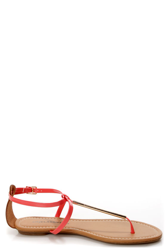 City Classified Elaine Salmon Patent and Gold Thong Sandals at Lulus.com!
