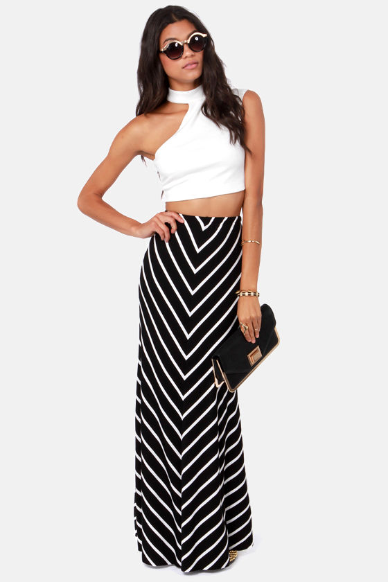 Go for this bold white and navy striped maxi skirt and team it with blush pullover and fringed black colored shoulder bag: A denim vest looks awesome paired with white tank and vibrantly striped pencil skirt.