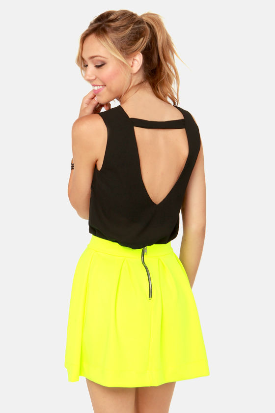 Cuts and Bolts Black Top at Lulus.com!