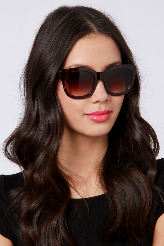 Feline Tortoise Sunglasses at Lulus.com!