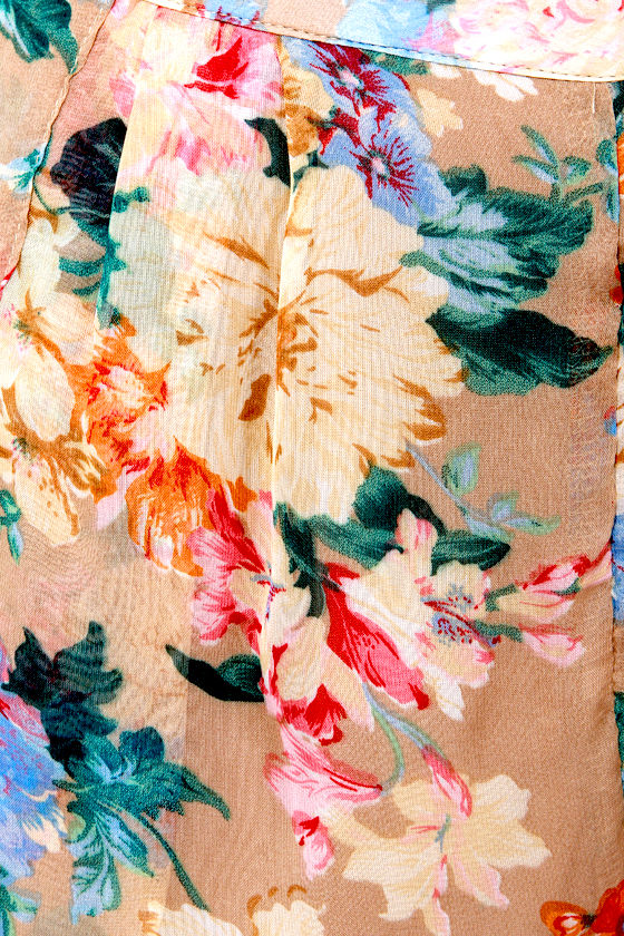 Costa Blanca Field Day Brown Floral Print Shorts at Lulus.com!