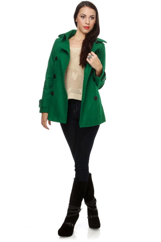 A Green Pea coat would be the perfect Coat for everybody, but since we believe in made-to-measure we give you the possibility to adjust the Coat to your likings. When the fabric and color are the right match for you, you can start adjusting the details, like Pockets, Buttons, Lapels and many more.
