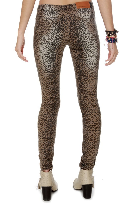 Dressed to the Nine Lives Leopard Print Jeggings at Lulus.com!