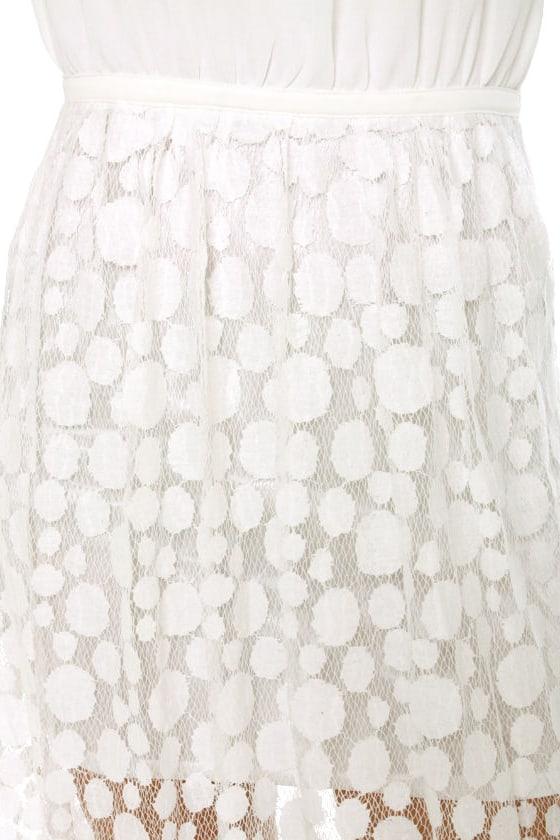 Circle Circle Hot Hot White Lace Maxi Dress