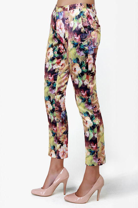 Photo Opulence Floral Print Cropped Pants at Lulus.com!