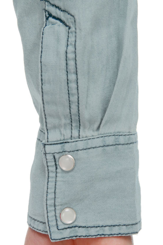 Urban Cowgirl Chambray Button-Up Top at Lulus.com!