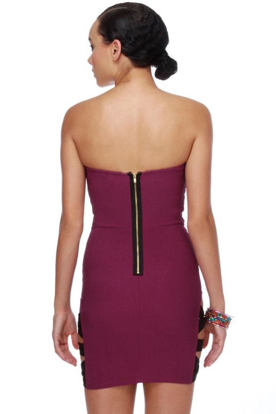 Side Glance Strapless Magenta Dress