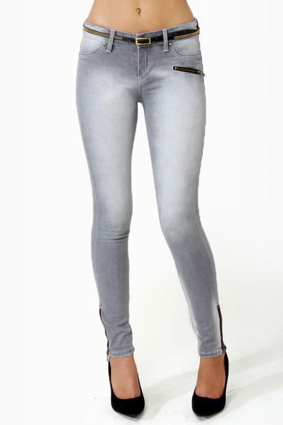 Blank NYC Spray On White-Washed Grey Jeggings at Lulus.com!