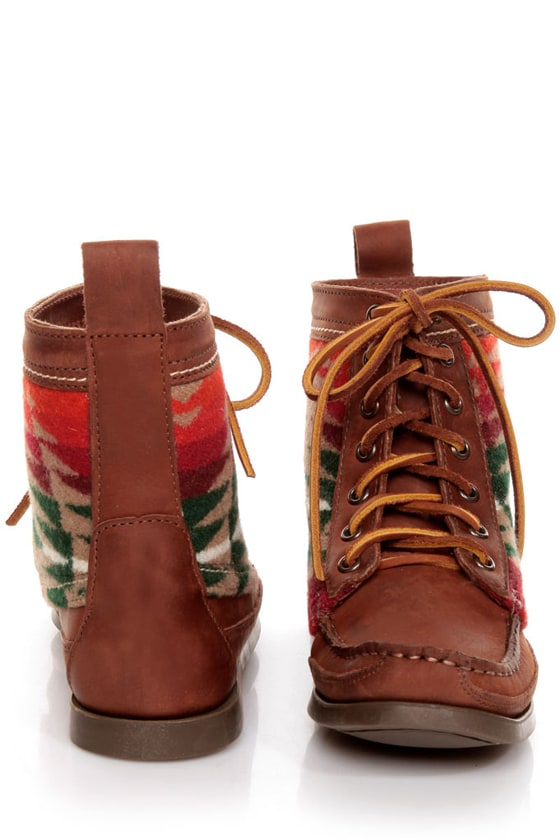2568 Samosa Brown Pendleton Wool Southwest Print Lace-Up Boots at Lulus.com!