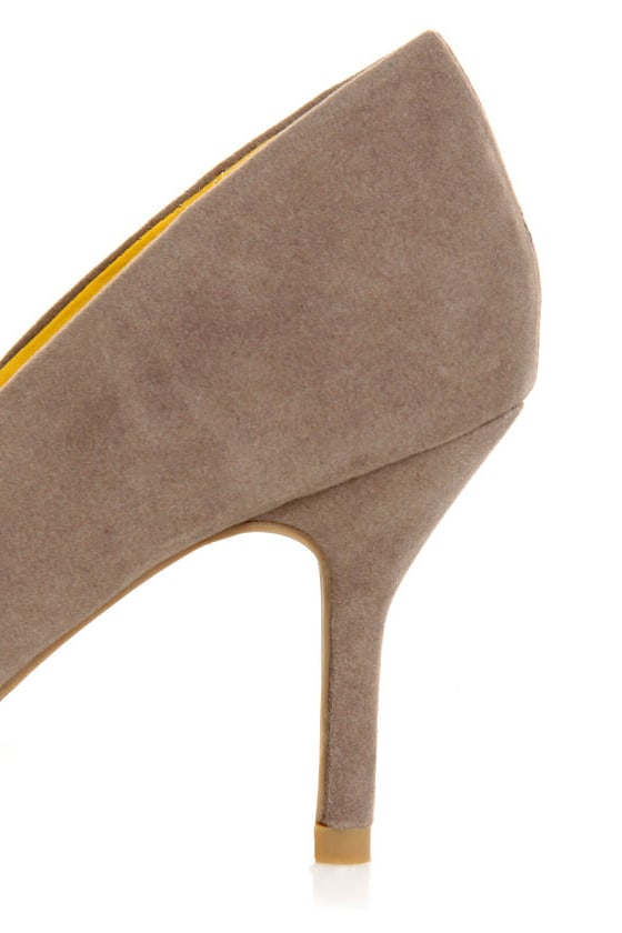Bamboo Deluxe 01 Taupe Pointed Pumps at Lulus.com!