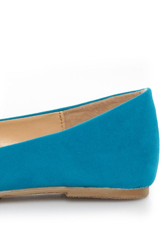 Bamboo Jump 30 Turquoise and Green Cap-Toe Pointed Flats
