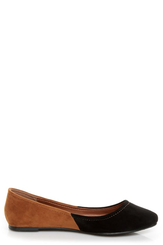 Bamboo Jump 38 Black and Tan Two-Tone Pointed Flats at Lulus.com!