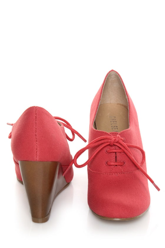 Chelsea Crew Sari Coral Red Canvas Oxford Wedges at Lulus.com!