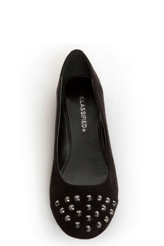 City Classified Gloria Black Studded Cap-Toe Flats at Lulus.com!