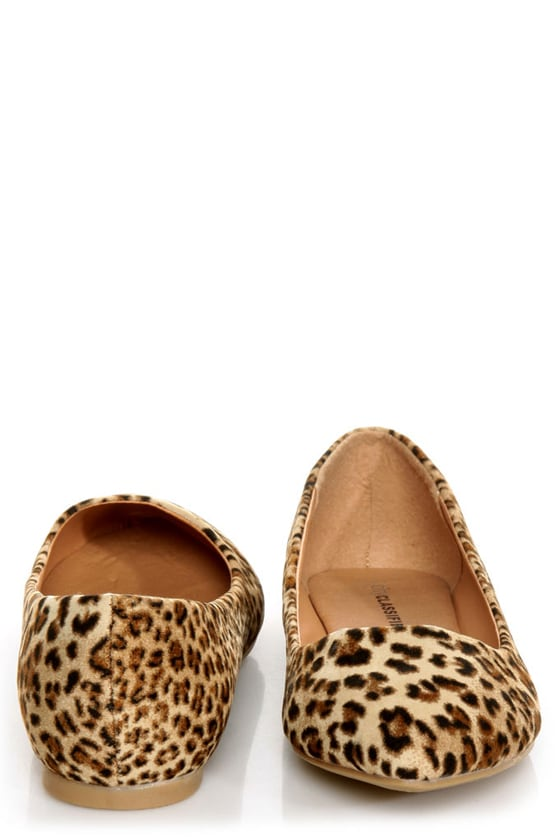 City Classified Sadler Tan Cheetah Pointed Flats