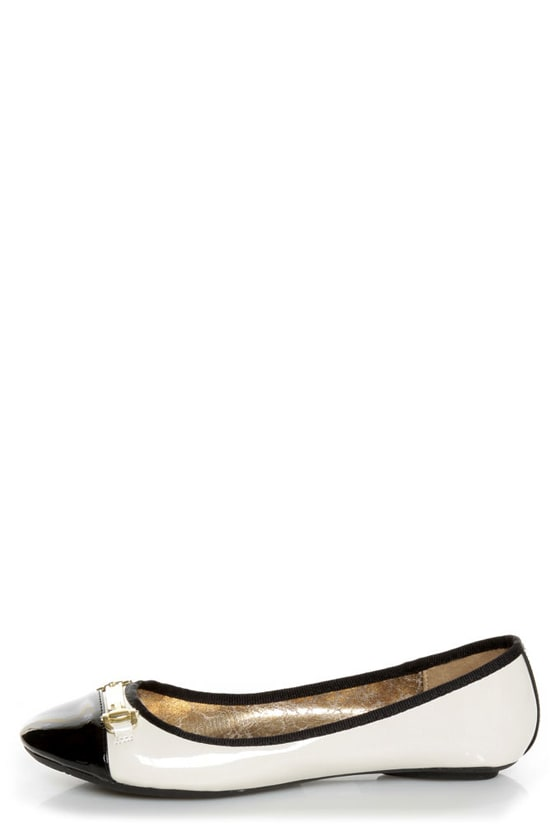 City Classified Yappy Off White and Black Patent Cap-Toe Flats at Lulus.com!