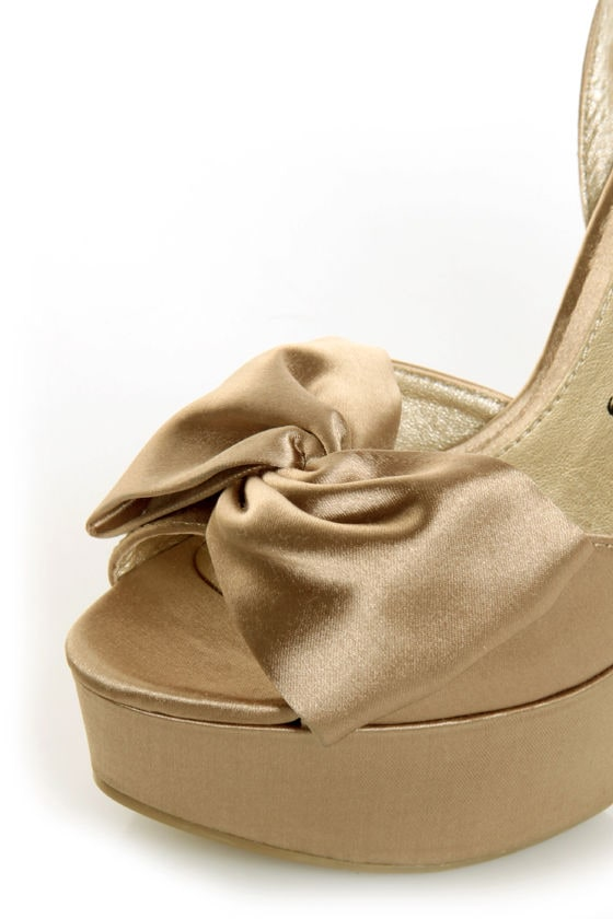 Chinese Laundry Forget You Nude Satin Platform Pumps