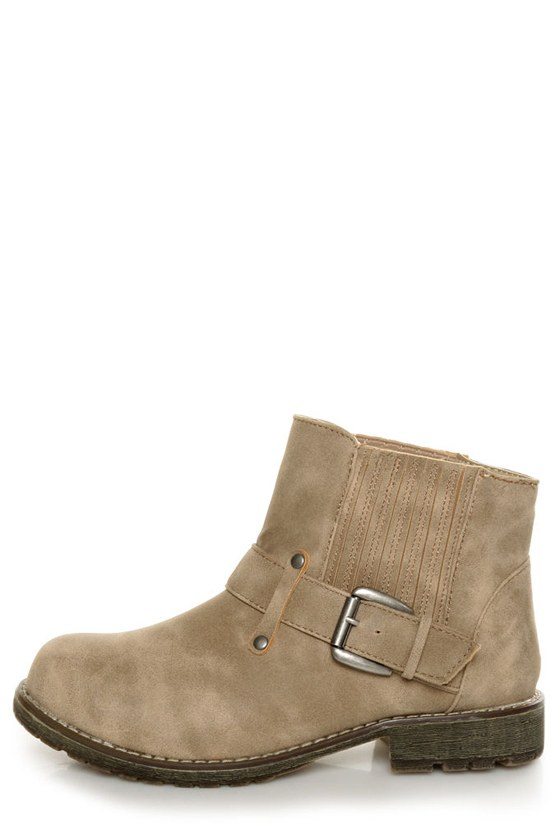 Dirty Laundry Rerun Nora Sand Gusseted Ankle Boots at Lulus.com!