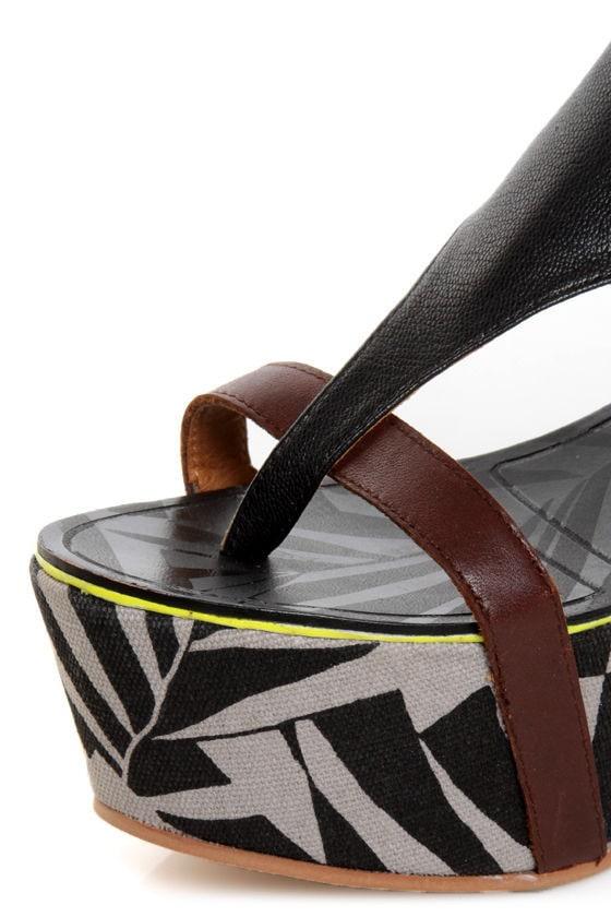 Matiko Bali Black Print Thong Platform Sandals