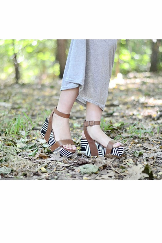 Matiko Lyon Brown with Black and White Print Flatform Sandals at Lulus.com!