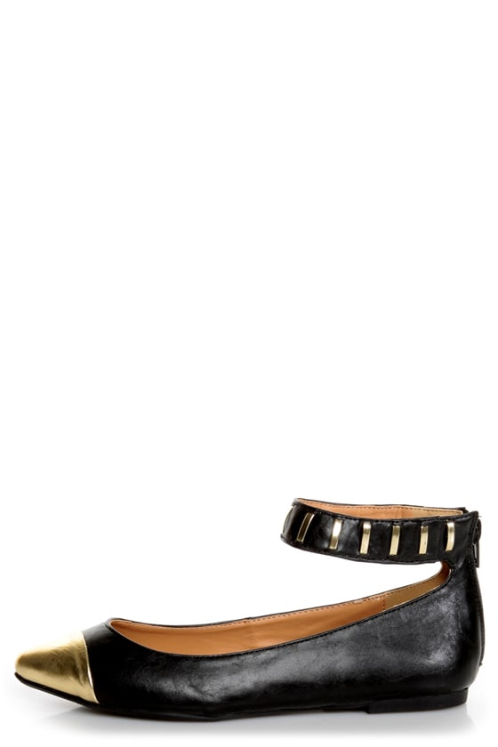 Promise Freida Black and Gold Pointed Cap-Toe Flats at Lulus.com!