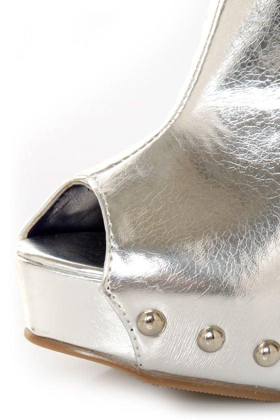 Promise Lewi Silver Metallic Cutout Shootie Pumps