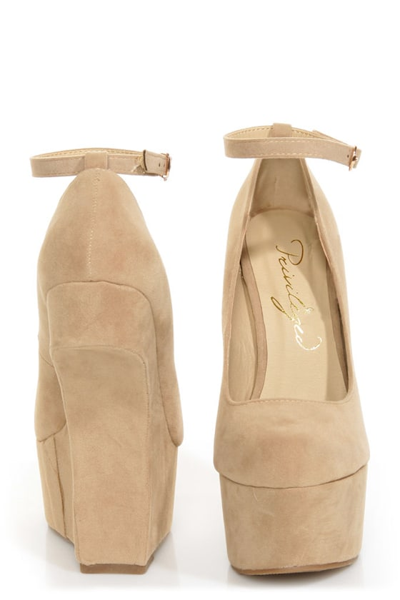 Privileged Riio Taupe Closed Toe Heelless Platforms