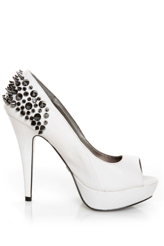 Qupid Luxe Brulee White Snake Spikes & Stones Peep Toe Pumps