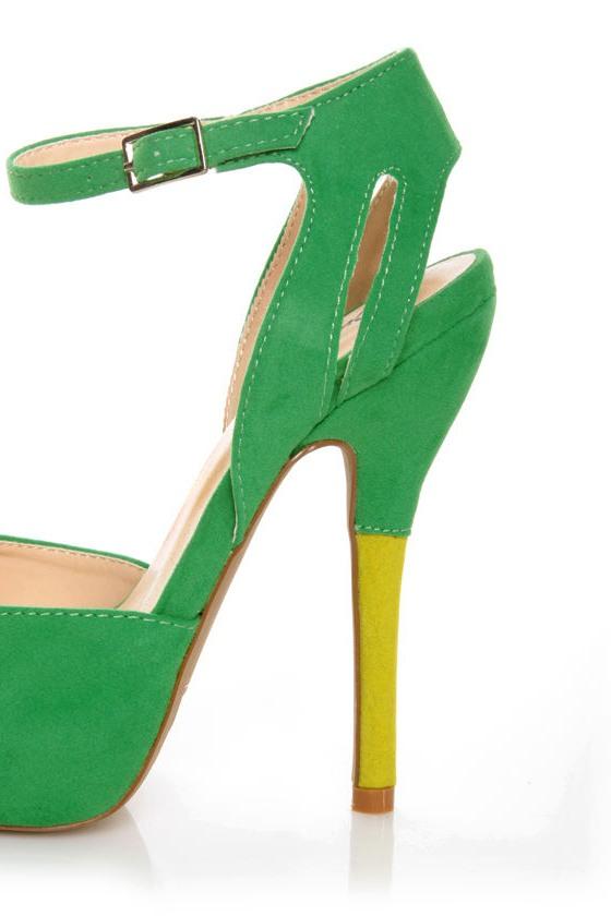 Qupid Heigl 59 Green Velvet Peep Toe Platform Pumps