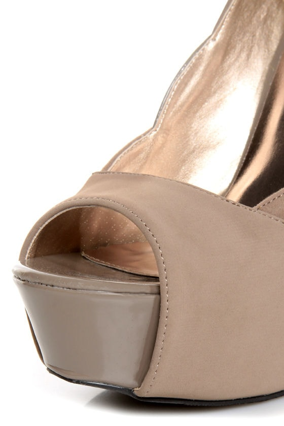 Qupid Miriam 61 Taupe Texture Time Scalloped Peep Toe Pumps
