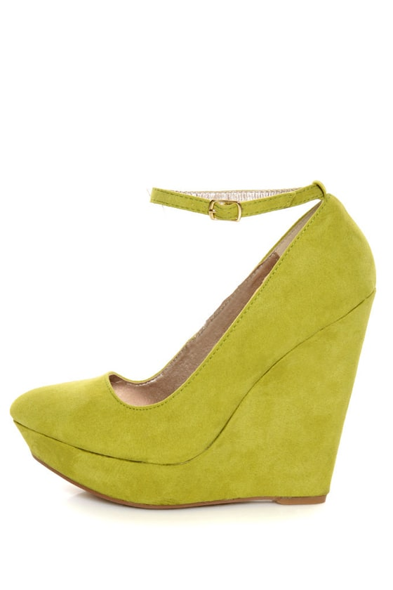 Qupid Pulse 02 Lime Suede Pointy Toe Platform Wedges