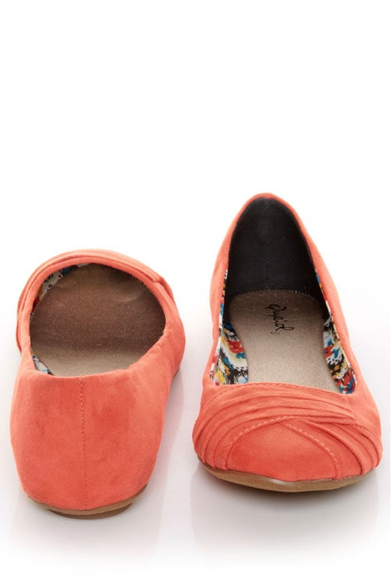 qupid thesis 147 coral suede ruched ballet flats