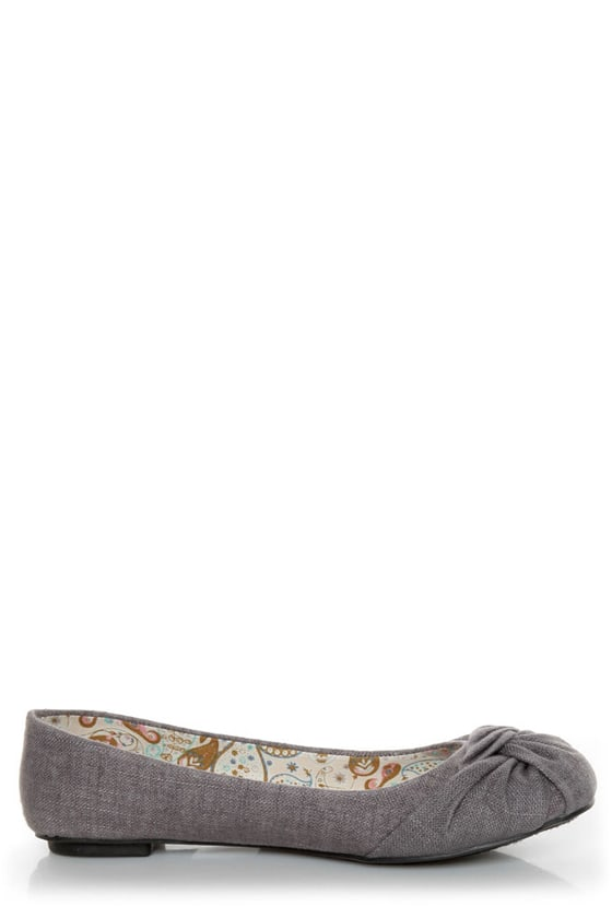 Soda Pozo Mid Charcoal Linen Ruched Ballet Flats at Lulus.com!
