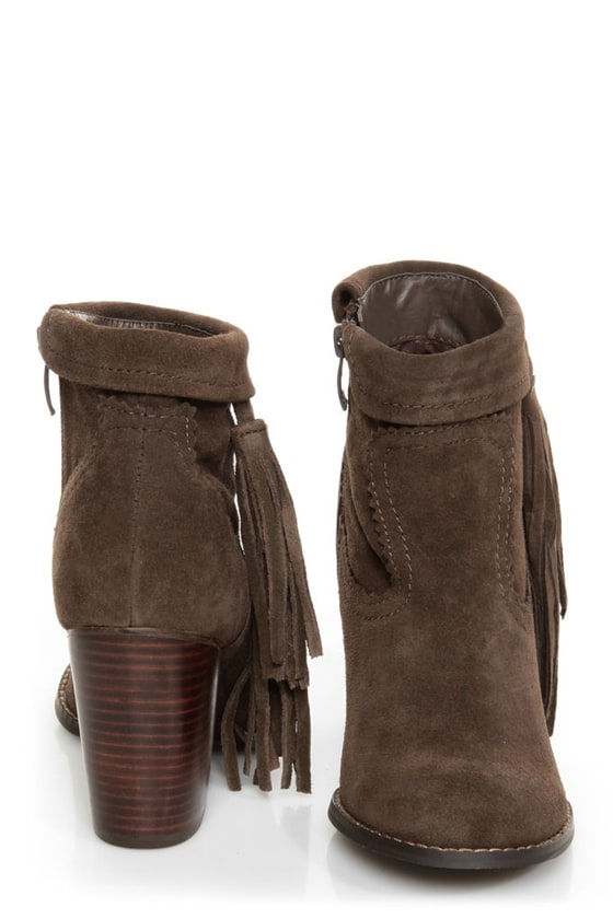 Sbicca Wynonna Taupe Tasseled Fringe Ankle Boots at Lulus.com!