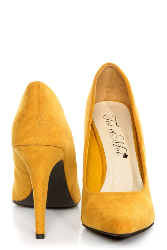 CR-01 Mustard Yellow Velvet Pointed Pumps - $32.00